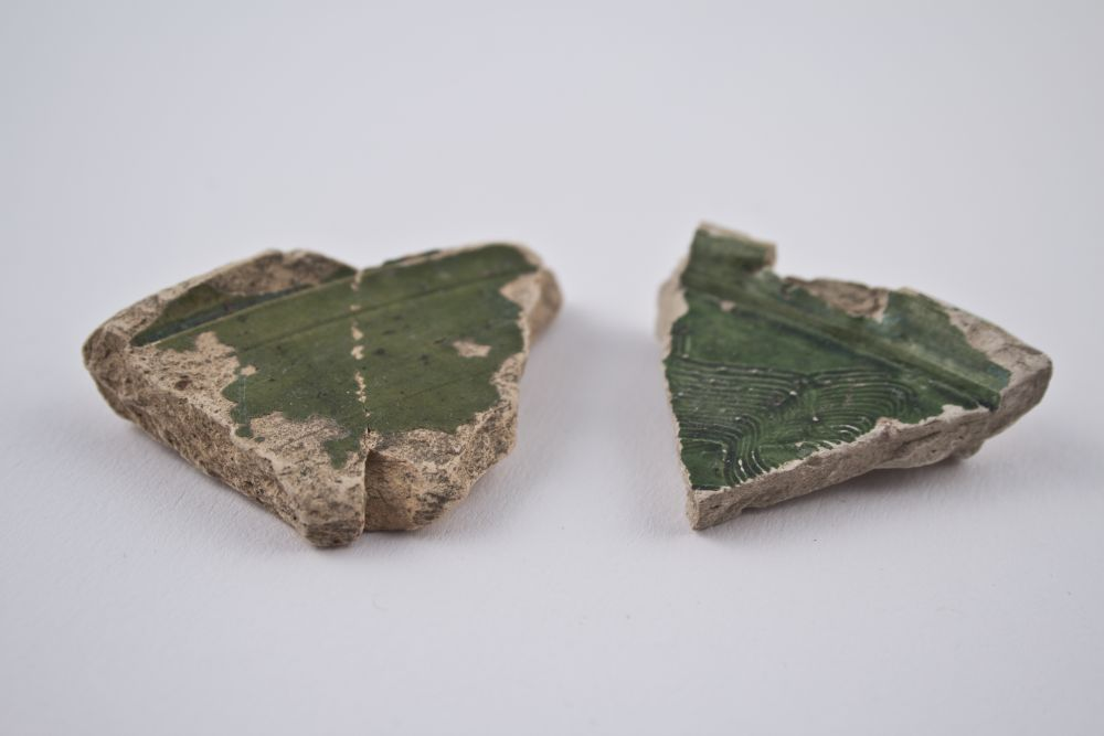 WTAH081a  Rare Sherds Of Pottery From Beauvais Area Of France