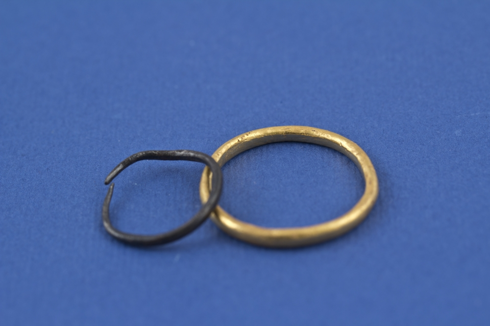 WTAH063a Silver + Gold Finger Rings